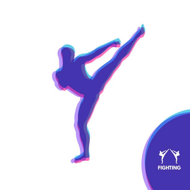 stockillustraties, clipart, cartoons en iconen met kickbox vechter voorbereidingen voor het uitvoeren van een hoge trap. silhouet van een gevechten man. ontwerpsjabloon voor de sport. embleem voor opleiding. vectorillustratie. - kickboksen