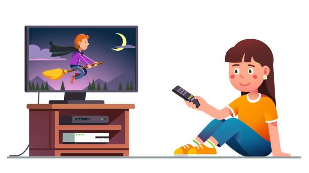 stockillustraties, clipart, cartoons en iconen met kid tv kijken met afstandsbediening in de hand - alleen één meisje