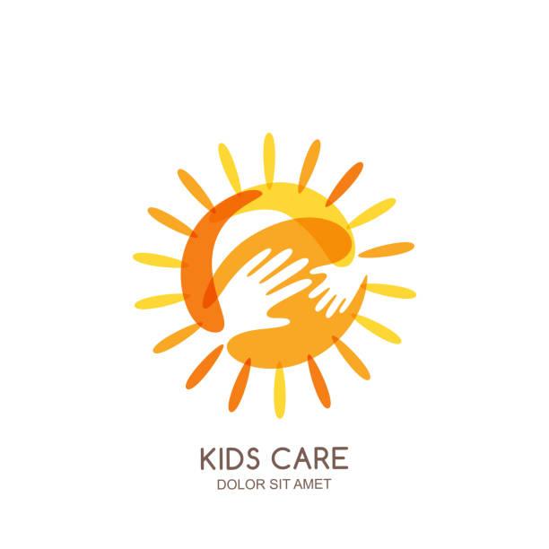 illustrations, cliparts, dessins animés et icônes de enfants des soins, de famille ou de charité vecteur emblème modèle de conception. main sur soleil avec bébé et les silhouettes des mains adultes. - formation des adultes