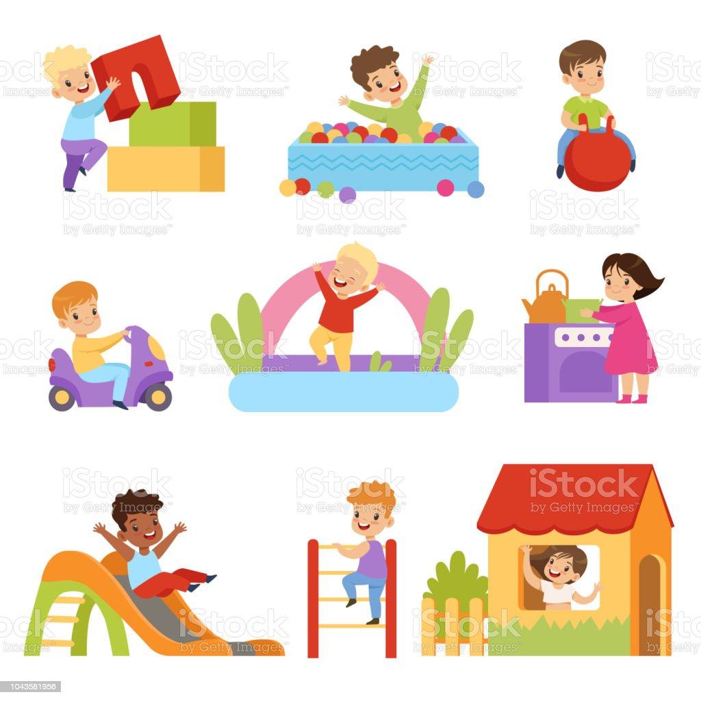 Kinder, die Spaß am Spielplatz gesetzt, jungen und Mädchen spielen mit Spielzeug, Rutsche, Rutschen, Klettern die Leiter Vektor Illustrationen auf weißem Hintergrund – Vektorgrafik