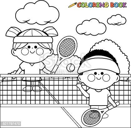 istock Niños de jugadores de tenis en la cancha de tenis que toman ...