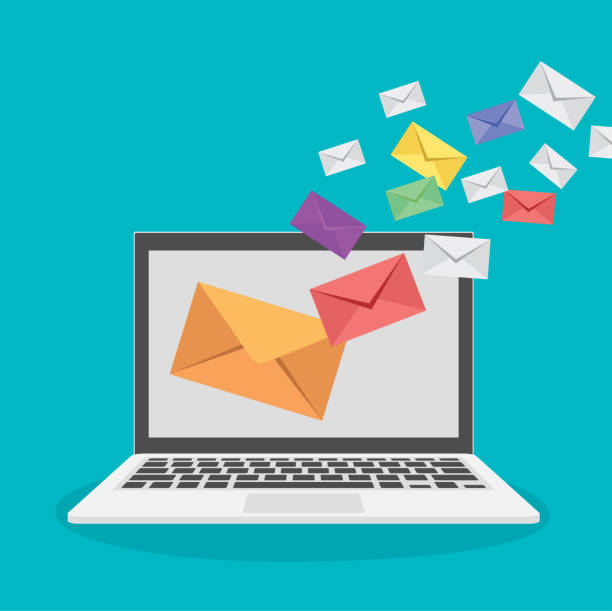illustrations, cliparts, dessins animés et icônes de ordinateur portable avec concept de marketing d'email. vecteur de conception plat - marketing