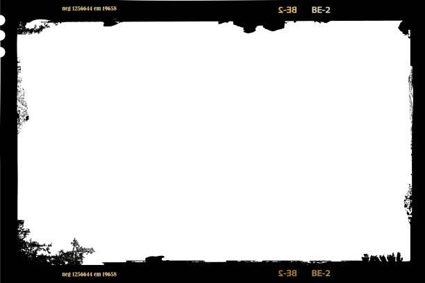 ilustraciones, imágenes clip art, dibujos animados e iconos de stock de hoja de película de formato grande negativo, 6 x 9 centímetros, marco de fotos de estilo grunge vacío, vector - bordes de marcos de fotografías