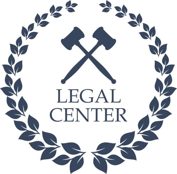 ilustrações, clipart, desenhos animados e ícones de ícone de vetor centro jurídico do martelo do juiz e grinalda - assistente jurídico