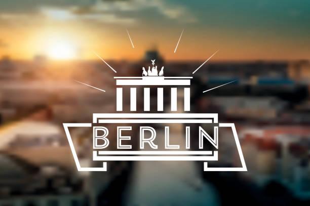 linie berlin-symbol auf verschwommene sonnenuntergang panorama backrground - berlin brandenburger tor blurred stock-grafiken, -clipart, -cartoons und -symbole