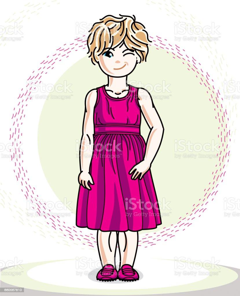 カジュアルな服で小さな金髪のかわいい女の子の幼児可愛い子供は立っての