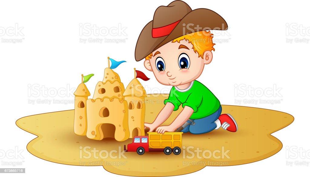 Petit garçon faisant un château de sable avec une voiture de jouets à la plage petit garçon faisant un château de sable avec une voiture de jouets à la plage – cliparts vectoriels et plus d'images de adulte libre de droits