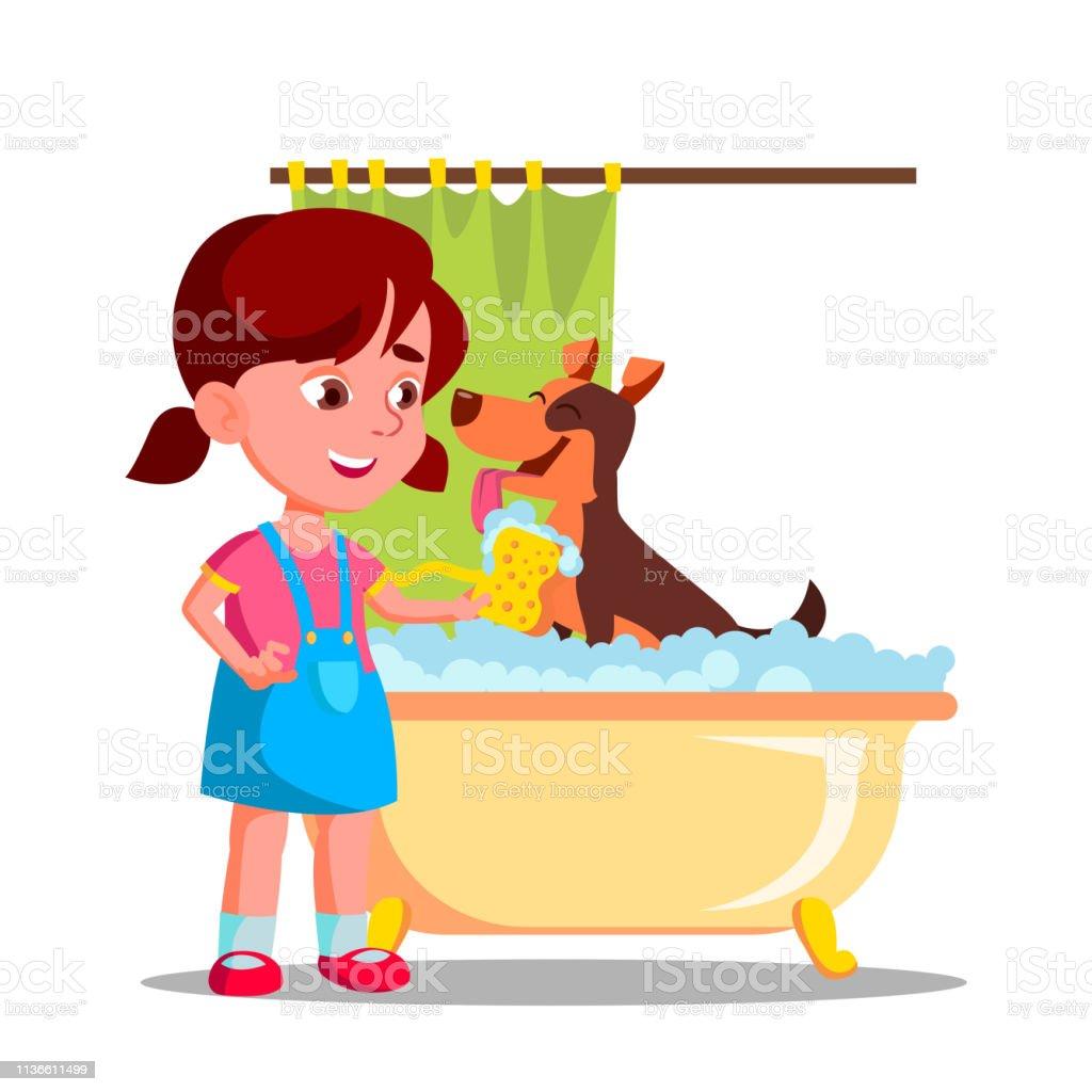 Petite Fille Mignonne Lave Un Chien Dans La Salle De Bain