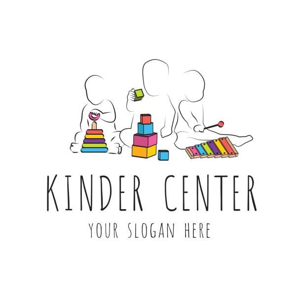 子医療センター幼稚園のロゴ。子どもの発達と教育的なゲーム。子供の知的成長し、子供たちの演奏のシルエット - 保育点のイラスト素材/クリップアート素材/マンガ素材/アイコン素材