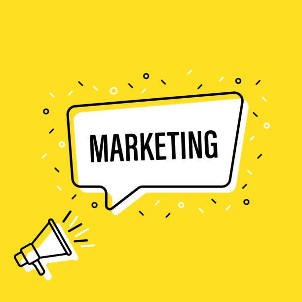 männliche hand hält megaphon mit marketing-sprachblase. lautsprecher. banner für wirtschaft, marketing und werbung. vector illustration. - megaphone stock-grafiken, -clipart, -cartoons und -symbole