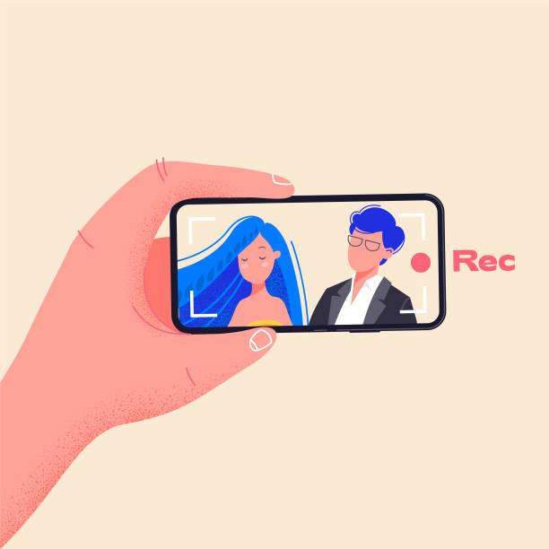 illustrazioni stock, clip art, cartoni animati e icone di tendenza di l'uomo tiene il telefono orizzontalmente e registra video. creare video premendo il pulsante di registrazione rosso. giovane coppia sullo schermo dello smartphone illustrazione vettoriale. disegno di design piatto sulla dipendenza dal telefono. - video call