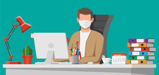 Mann in medizinischer Maske arbeitet an seinem Computer – Vektorgrafik