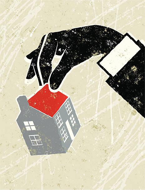 Hombre manos sosteniendo una pequeña casa - ilustración de arte vectorial