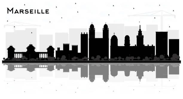 stockillustraties, clipart, cartoons en iconen met marseille frankrijk stad skyline silhouet met zwart-wit gebouwen en reflecties. - marseille