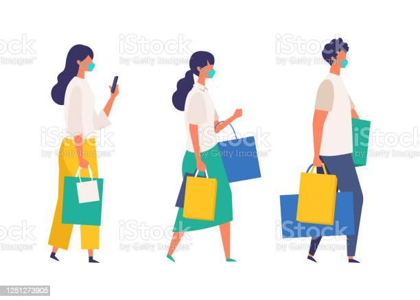 夏に買い物袋を持っている仮面の人々新しい通常のライフスタイルに店舗ショップモールで季節の販売に参加する男女 - COVID-19のベクターアート素材や画像を多数ご用意