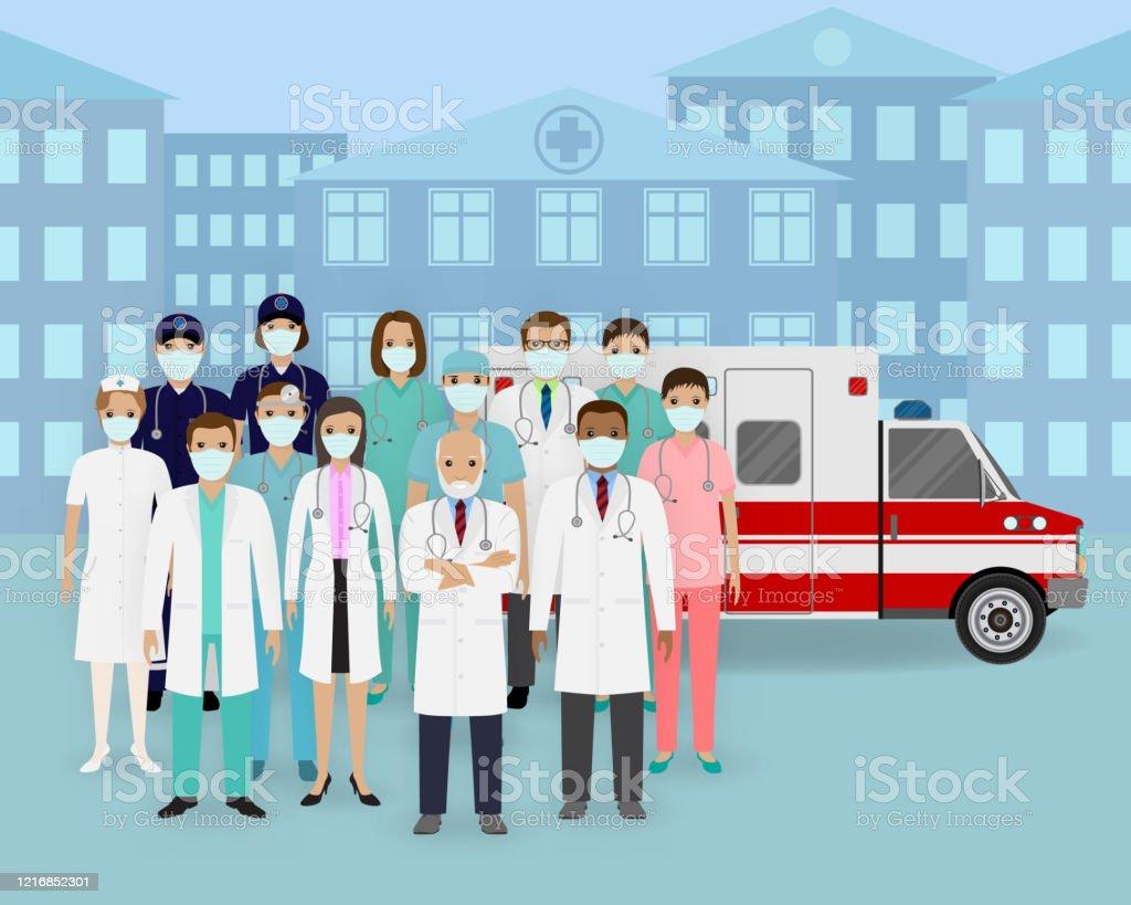 医療チームマスクと救急車を持つ医師や看護師のグループ救急医療 ...