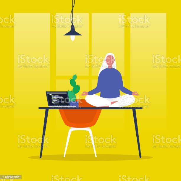 Meditatie Yoga Op Kantoor Harmonie En Ontspanning Kalme Vrouwelijke Karakter Zittend In Een Lotus Poseren Op Een Bureau Platte Bewerkbare Vector Illustratie Illustraties Moderne Gezonde Levensstijl Stockvectorkunst en meer beelden van Aanrecht