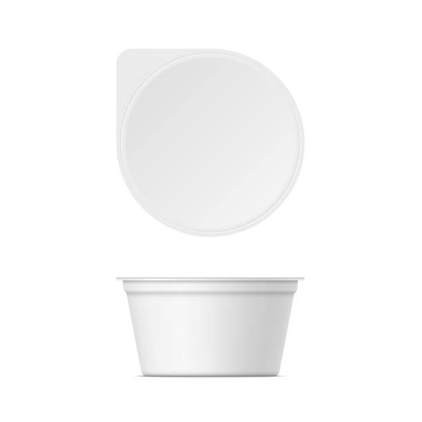 illustrazioni stock, clip art, cartoni animati e icone di tendenza di mockup of plastic yogurt container with lid - gelato confezionato