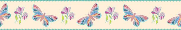 Moderne handgezeichnete Schmetterlinge und Blumen Grenze. Nahtloses Vektormuster auf gewellten Pastellstreifen mit blauem Hintergrund. Ideal für Wellness, Beauty-Produkte, Schreibwaren, Geschenkpapier – Vektorgrafik