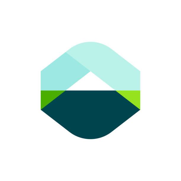 modernes logo vorlage oder geometrische landschaft mit berg-symbol markieren - landschaftstattoo stock-grafiken, -clipart, -cartoons und -symbole
