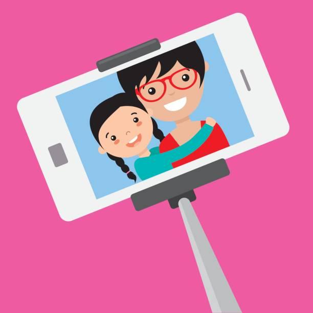 mutter und tochter werden ein selbstporträt - selfie stock-grafiken, -clipart, -cartoons und -symbole