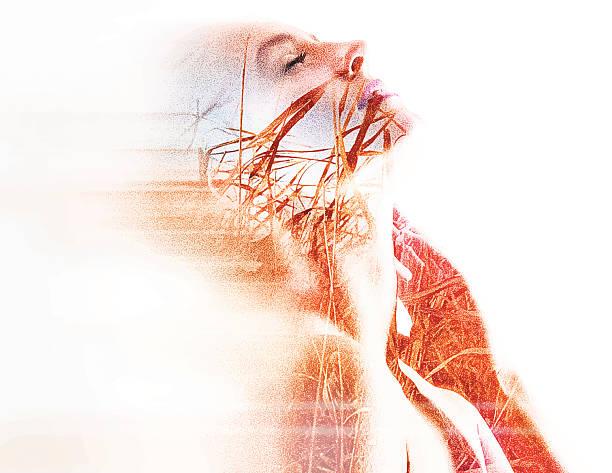 illustrations, cliparts, dessins animés et icônes de montage d'une femme et de spiritualité prairie herbe - femme seule s'enlacer