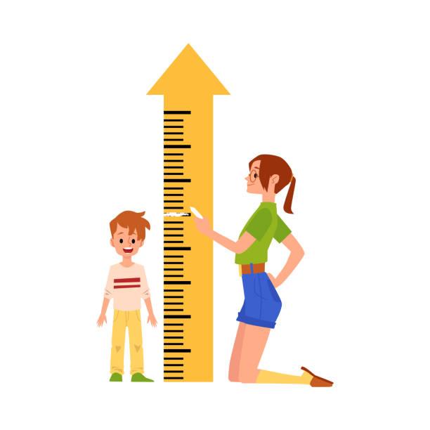 stockillustraties, clipart, cartoons en iconen met de moeder meet de hoogte van de zoon door liniaalmeter, vlakke geïsoleerde vectorillustratie. - lang lengte