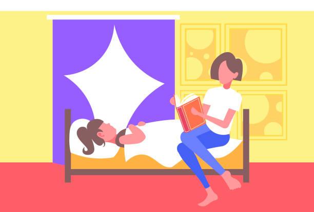 bildbanksillustrationer, clip art samt tecknat material och ikoner med mor läsa berättelse berättelse högt till dotter liggande i sängen kvinna förbereder unge för sömn sänggåendet konceptet modernt sovrum interiör full längd horisontellt - cosy pillows mother child