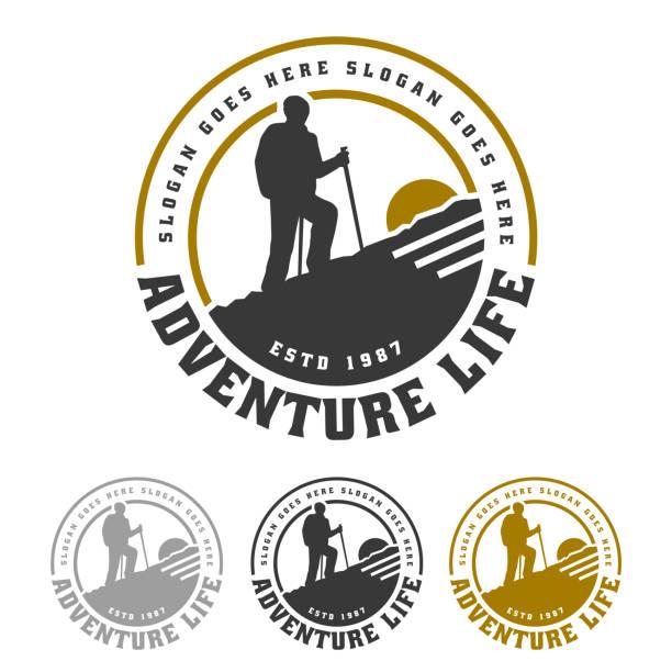 ilustrações, clipart, desenhos animados e ícones de emblema da montanha, acampando e caminhando o projeto do emblema, vida da aventura - exterior