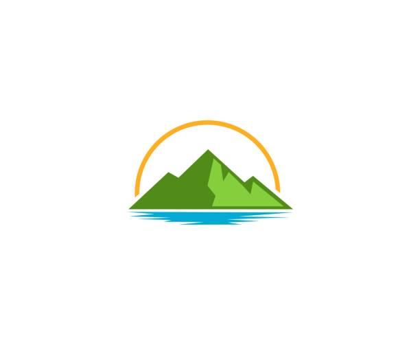 ilustraciones, imágenes clip art, dibujos animados e iconos de stock de icono de montaña - lago
