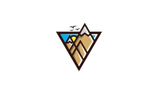 berg-dreiecks-logo-vektorsymbol - landschaftstattoo stock-grafiken, -clipart, -cartoons und -symbole
