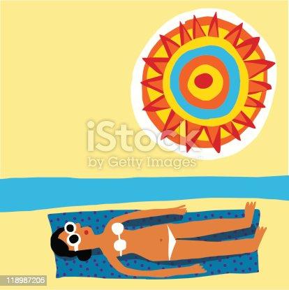 istock Mujer joven toma el sol en la playa 118987205