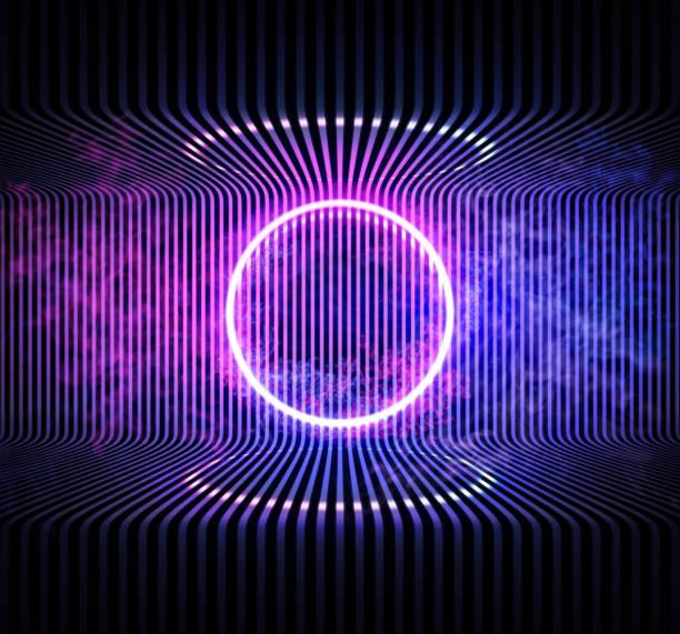 Neon Farbe geometrische normetischen Kreis auf Metall Streifen Muster Hintergrund. Runde mystische Portal, Neon-Zeichen. Reflektion von blauem und rosa Neonlicht auf dem Boden. Lichtstrahlen im Dunkeln, Rauch. Vektor. – Vektorgrafik