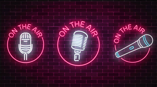 ilustrações, clipart, desenhos animados e ícones de néon sobre os sinais de ar conjunto com microfones símbolos em quadros redondos. discoteca com ícone de música ao vivo. - ícones de festas e estações