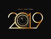新年のお祝いの概念、黄金本文 2019 黒い背景にきらびやかな効果を見る。