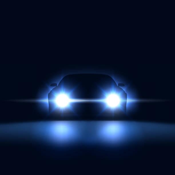 stockillustraties, clipart, cartoons en iconen met nacht auto met heldere koplampen naderen in het donker, silhouet van de auto met xenon koplampen in de showroom, vectorillustratie - mist donker auto