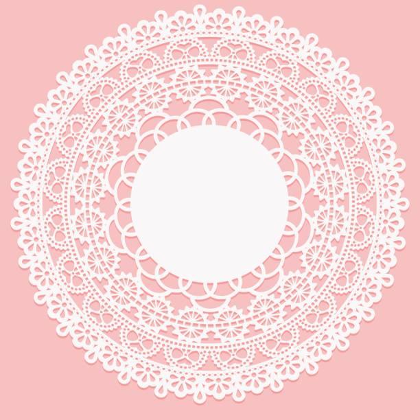 durchbrochene weiße serviette. spitzen-frame runde element auf rosa hintergrund. - gehäkelte lebensmittel stock-grafiken, -clipart, -cartoons und -symbole