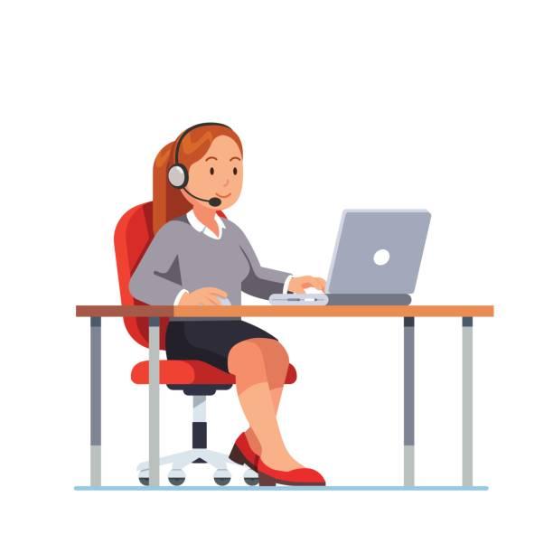 bildbanksillustrationer, clip art samt tecknat material och ikoner med operatören av call center kontor arbetar på hennes skrivbord - headset