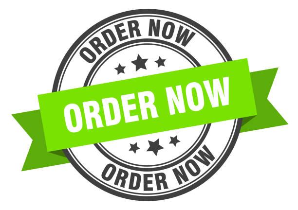 stockillustraties, clipart, cartoons en iconen met label nu bestellen. bestel nu groene band teken. bestel nu - opruimen