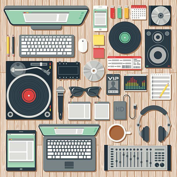 """illustrations, cliparts, dessins animés et icônes de vue aérienne d'un disc jockey """"espace de bureau - icônes musique"""