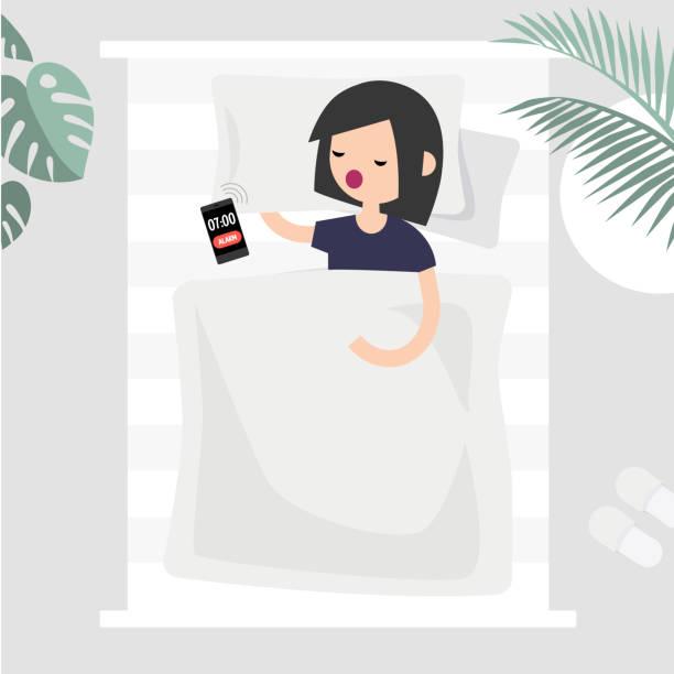 寝坊、概念図。トップ ビューのベッドで寝ている若い女性キャラクター。アラーム クロック信号。フラット編集可能なベクトル クリップ アート - スマホ ベッド点のイラスト素材/クリップアート素材/マンガ素材/アイコン素材