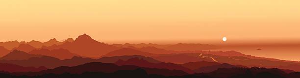 cabezón de oro (cabeçó d'or) alicante mountain sunrise mit mond - alicante stock-grafiken, -clipart, -cartoons und -symbole