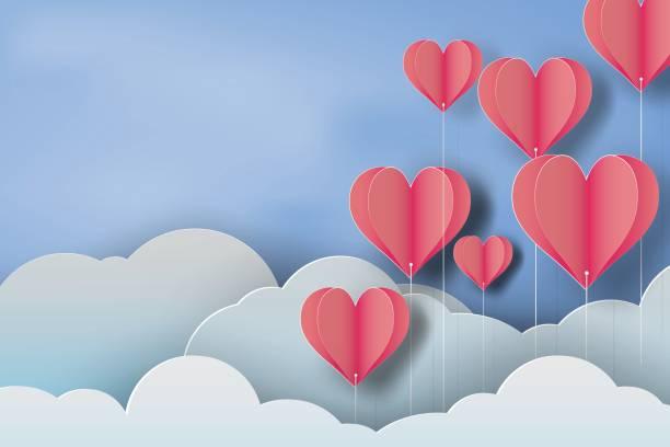 ilustraciones, imágenes clip art, dibujos animados e iconos de stock de papel de arte de corazón globo rojo sobre fondo de cielo azul, vector - día de san valentín