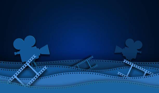 illustrations, cliparts, dessins animés et icônes de décorations de cinéma découpées en papier avec le cadre de bande de film d'isolement sur le fond bleu. caméra de 35 mm diapositive pour le cinéma de mise en page de conception. template cinéma avec de l'espace pour votre texte. style abstrait d'art  - camera sculpture