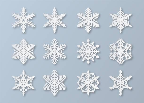 紙雪花。新年和耶誕節剪紙3d雪花元素。白色冬季雪飾裝飾,折紙向量套裝 - snowflakes 幅插畫檔、美工圖案、卡通及圖標