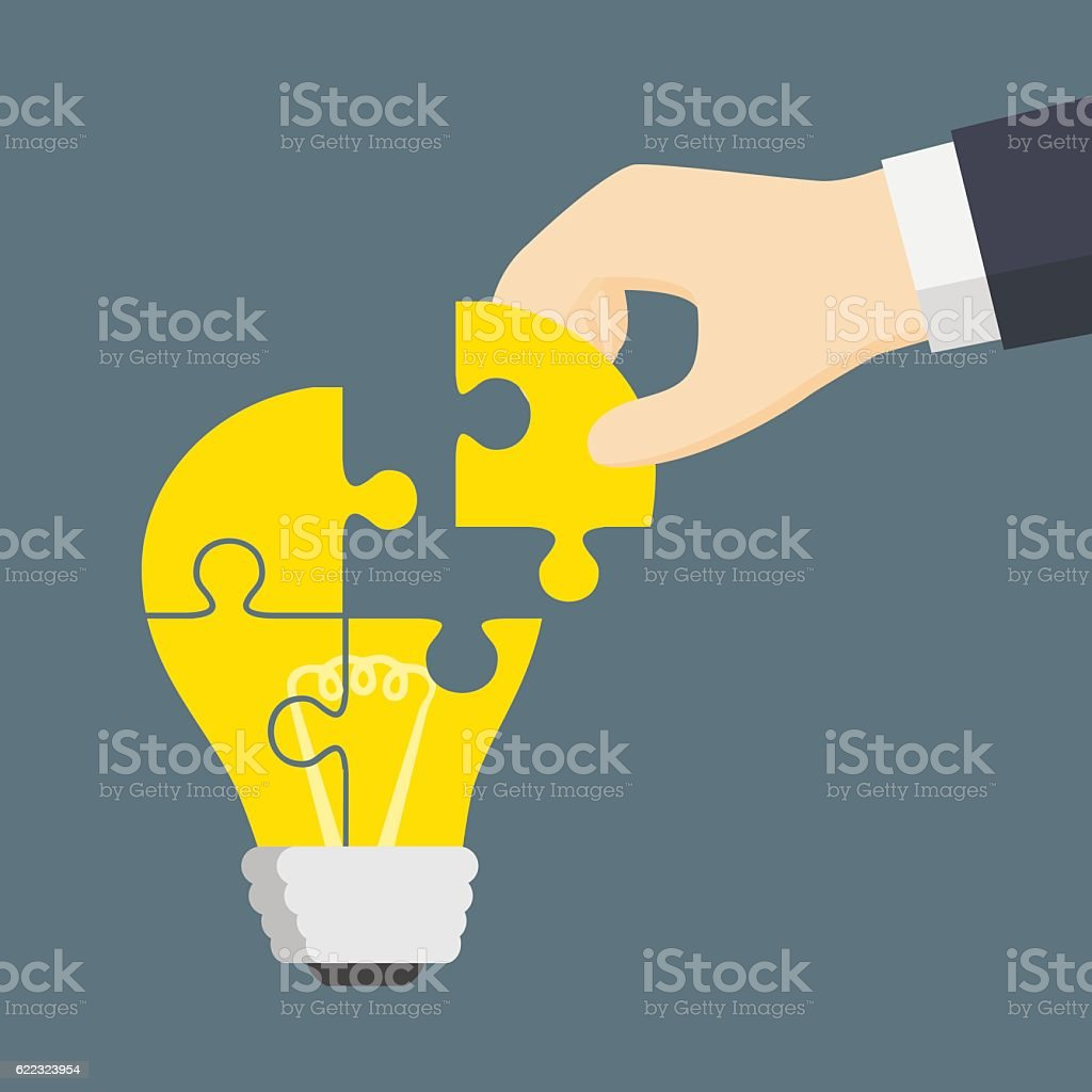 people hand put a part of light bulb puzzle つながりのベクター