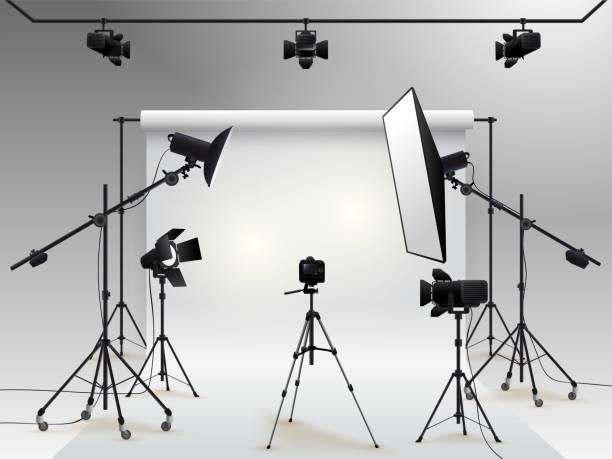 fotografie-studio-vektor. foto studio weißen leeren hintergrund mit softbox licht, kamera, stativ und hintergrund. vektor-illustration. isoliert auf weißem hintergrund - fotografische themen stock-grafiken, -clipart, -cartoons und -symbole