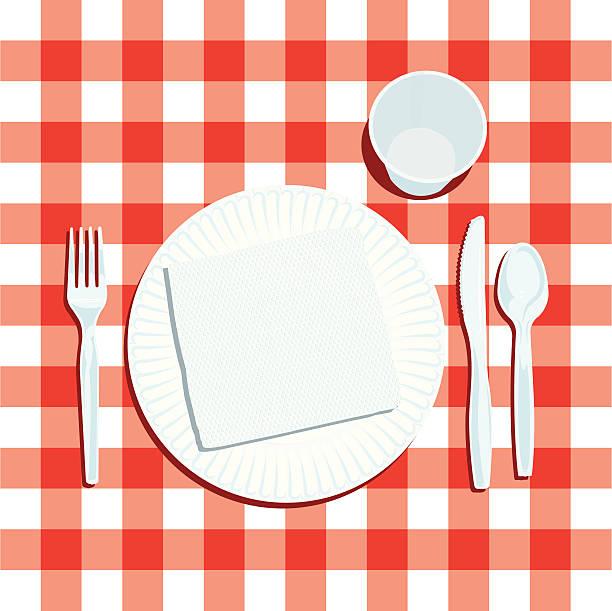 picknick-gedeck mit teller und besteck - plastikteller stock-grafiken, -clipart, -cartoons und -symbole