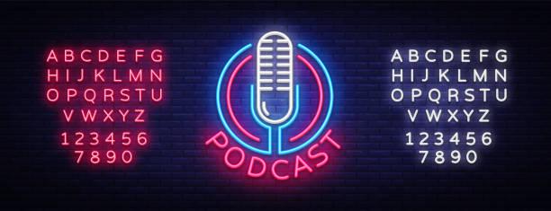ilustrações, clipart, desenhos animados e ícones de modelo de design do podcast neon sinal vector. logotipo de néon de podcast, tendência de design moderno colorido de elemento de design de luz bandeira, publicidade brilhante noite, sinal luminoso. vector. edição de texto néon - podcast