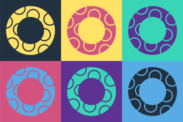 bildbanksillustrationer, clip art samt tecknat material och ikoner med pop konst gummi simning ring ikon isolerad på färg bakgrund. livräddande flytande livboj för stranden, räddningsbälte för att rädda människor. vektor illustration - inflatable ring